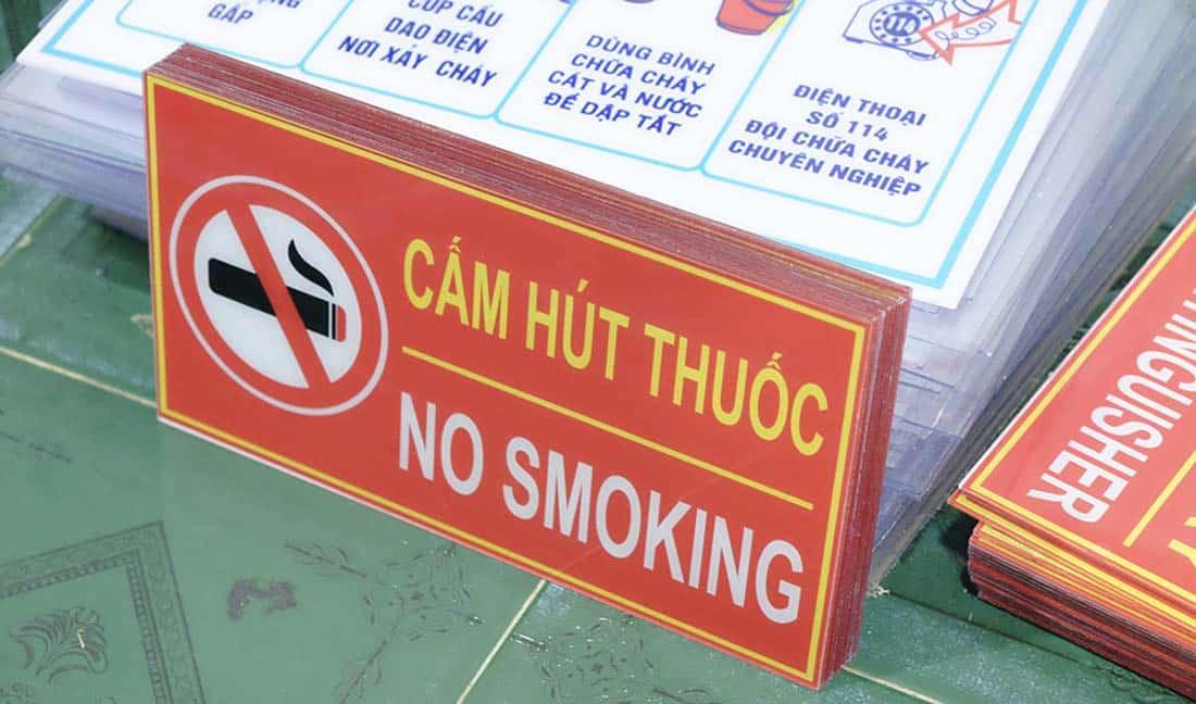 Báo giá bảng cấm hút thuốc kích thước có sẵn