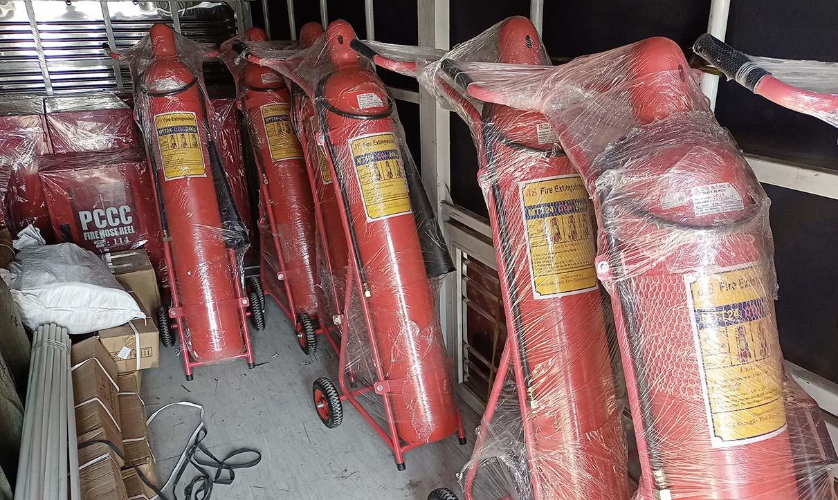 Bình chữa cháy dạng khí CO2 loại lớn có xe đẩy gắn kèm