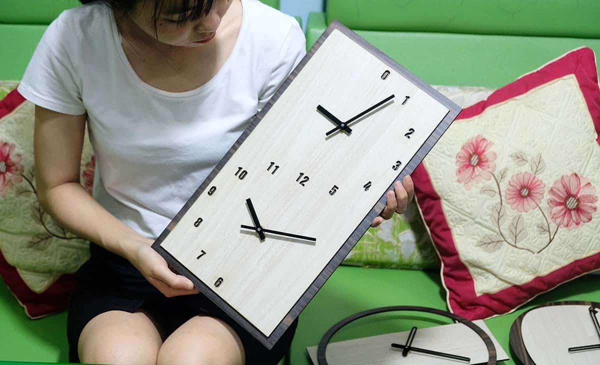 Có mấy loại đồng hồ treo tường gỗ giá rẻ?