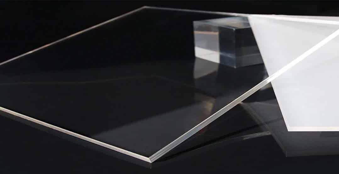 Ưu điểm khi sử dụng tấm nhựa mica trong suốt thay kính