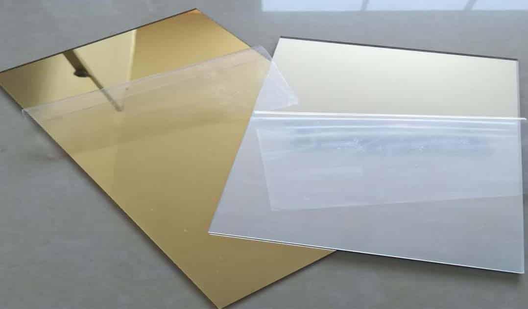 Tấm nhựa mica thủy được sản xuất có màu nào?