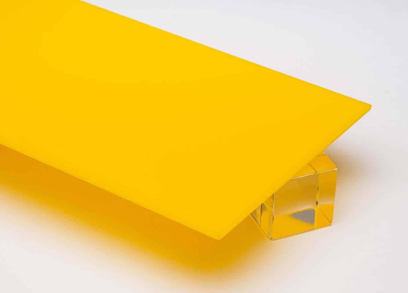 Tấm nhựa mica màu vàng